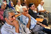 باشندگان در همایش در تالار دبیرستان فیروزبهرام