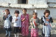 خردسالان تاجیکی در استقبال از میهمانان جشن بزرگداشت 1150 سالگی رودکی