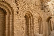 خشت وآجر دیوار آتشکده کاریان پارس