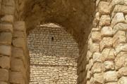 دروازه بلندی در ورود به نیایشگاه کاریان