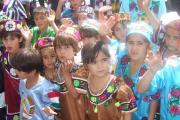 دوشیزگان تاجیکی با پوشش سنتی در جشن کولاب