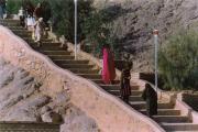 راه پله ورود به بلندای نیایشگاه پیر هریشت