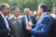 رییس جمهور و شهردار شهر پنجرود در پرده برداری تندیس رودکی