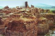 ستون های نیایشگاه آناهیتا که از دیرینگی خود سخن ها دارند