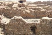 سنگ هایی زیبا با چیدمانی هماهنگ در دیوار های معماری تخت سلیمان