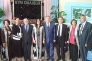 عکس یادگاری مهمانان در تالار پذیرایی شهرداری با شهردار