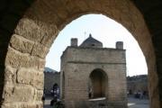 قدمت بنا و معماری این آتشکده به زمان حکومت ساسانیان در ایران می رسد
