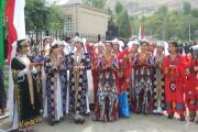 لباس های سنتی دختران تاجیکی در برنامه بزرگداشت رودکی