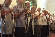 نیایش گروهی در آتشکده کرمان