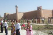 دوشیزگان درکنار قلعه باستانی شهر کولاب