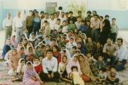 در روز پایانی اردو دانش آموزان در سالن انجمن گرد آمدند تا از همکیشان کرمانی و ریس انجمن آقای ایزدیار سپاسگزاری کرده باشند و از جوانانی که در این شهر یاریگر بر پایی اردو بودند خداحافظی کنند
