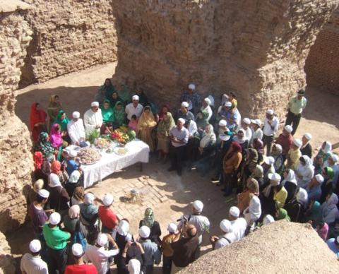 دیدار از آثار باستانی شهر تکاب و آفرینگان خوانی در آتشکده آذرگشسب