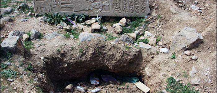 تاراجگران گورستان تاریخی نورآباد را چپاول کردند